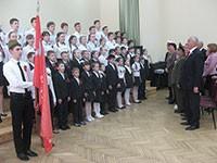 Пензенской школе №63 торжественно вручили копию Знамени Победы в среду,  13 мая 2015 года